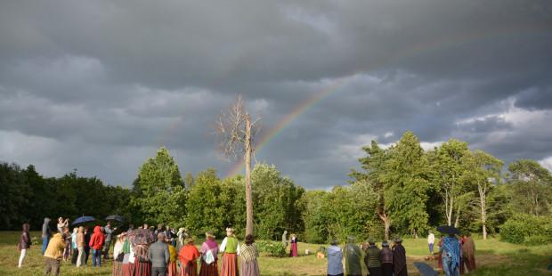 Ielīgošana Asotes pilskalnā